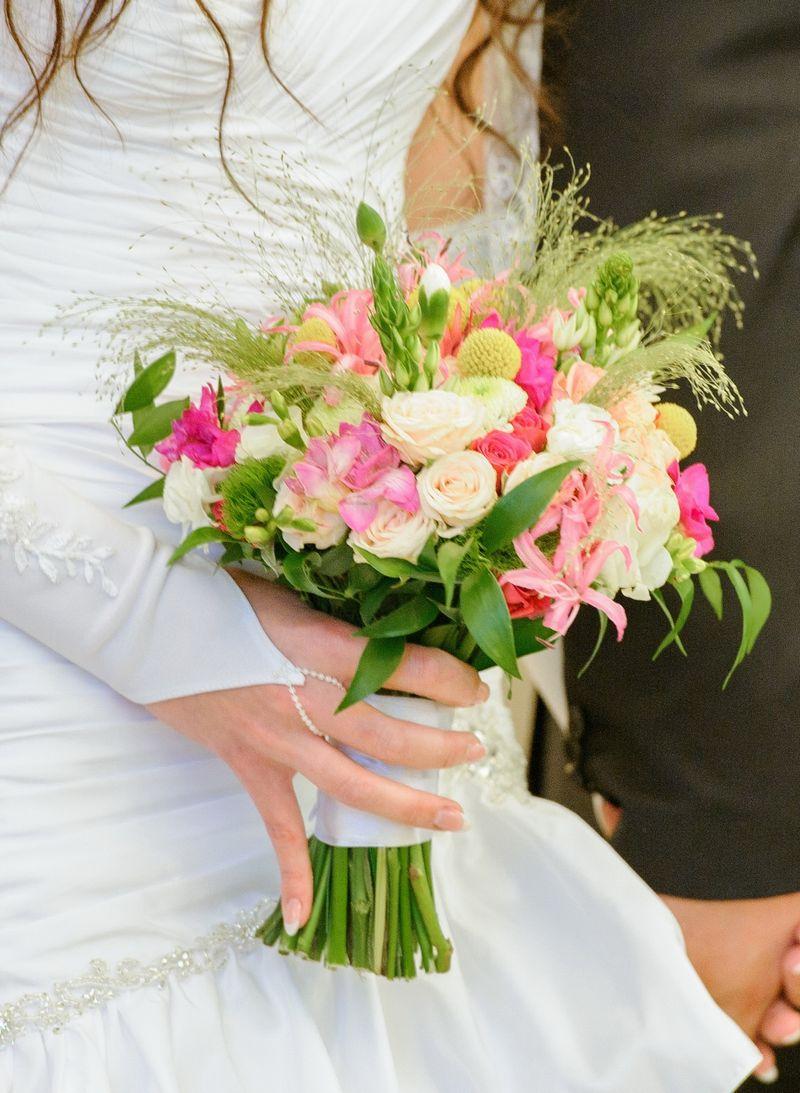 Букеты на свадьбу своими руками фото с живыми цветами 43